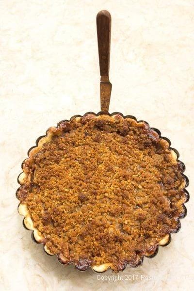 Releasing edges of the Caramel Apple Tart